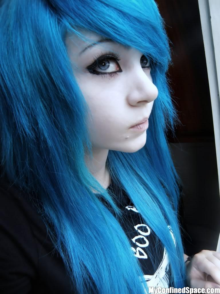 Blue-hair-person